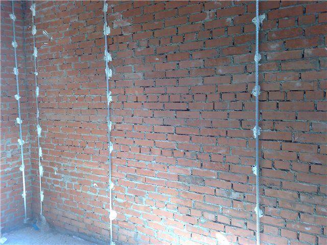 Штукатурим стены с использованием маячков