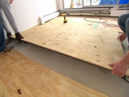 Как самостоятельно постелить линолеум на деревянный пол