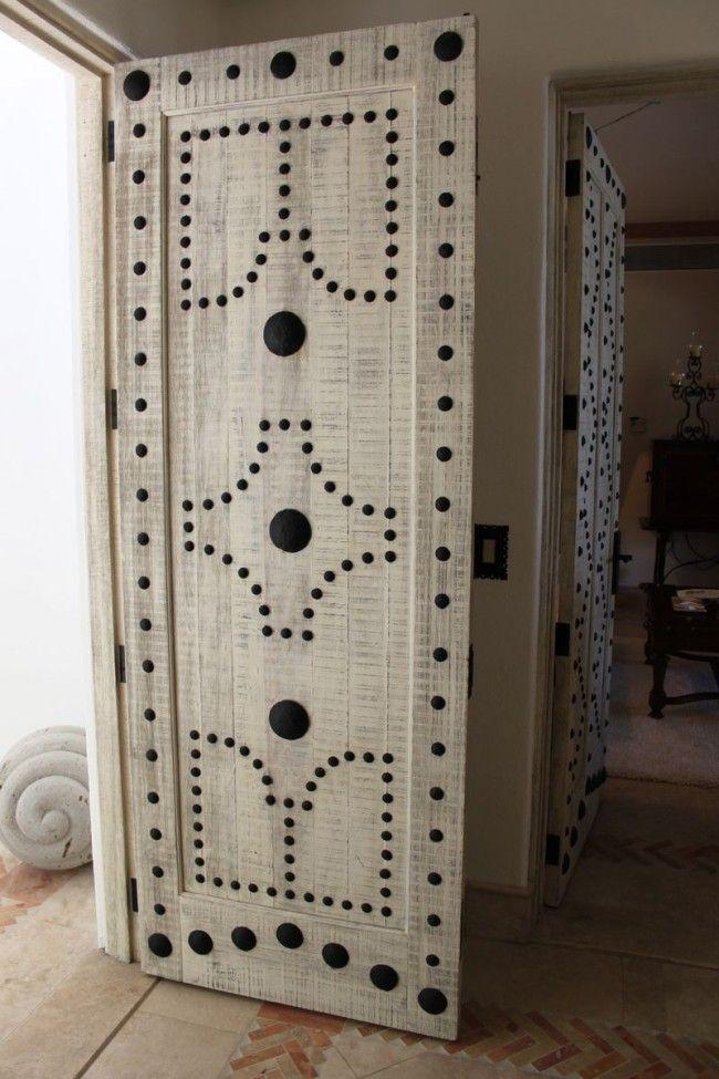 Как задекорировать старую дверь своими руками