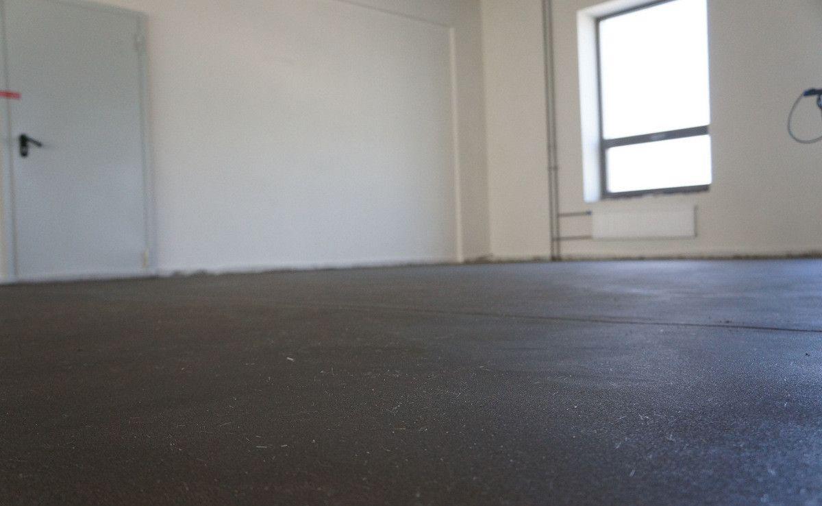 Как стелить линолеум на бетонный пол: выбор за нами