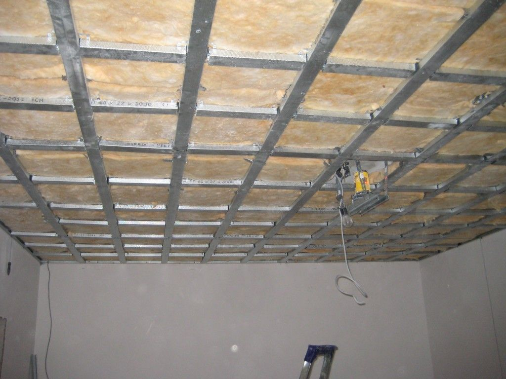 Как утеплить потолок в частном доме эффективно?