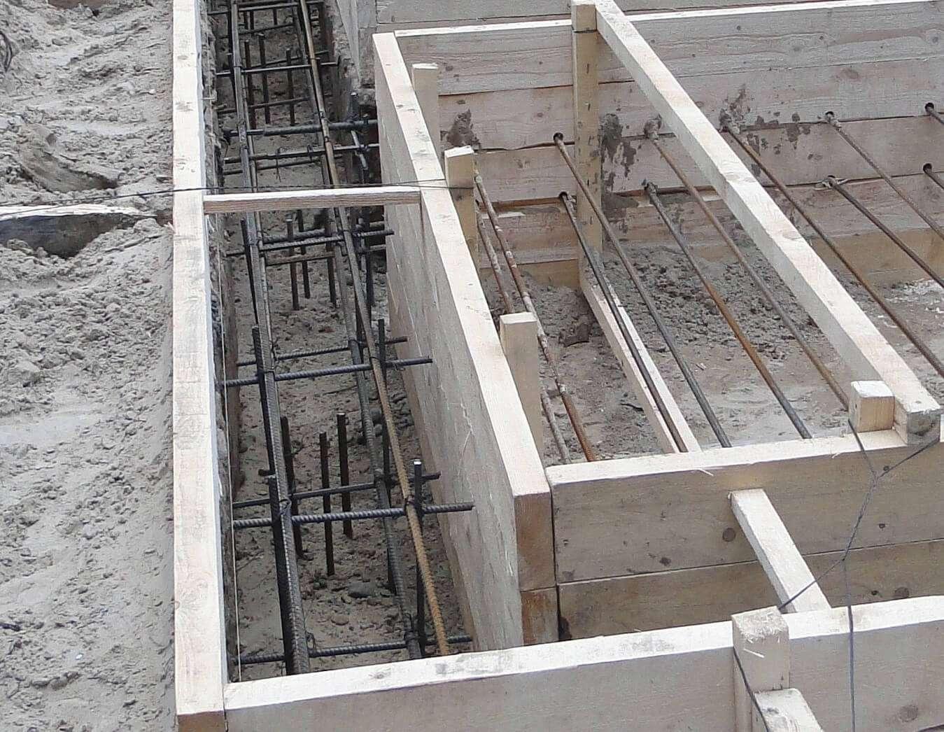Как заливать фундамент под дом своими руками