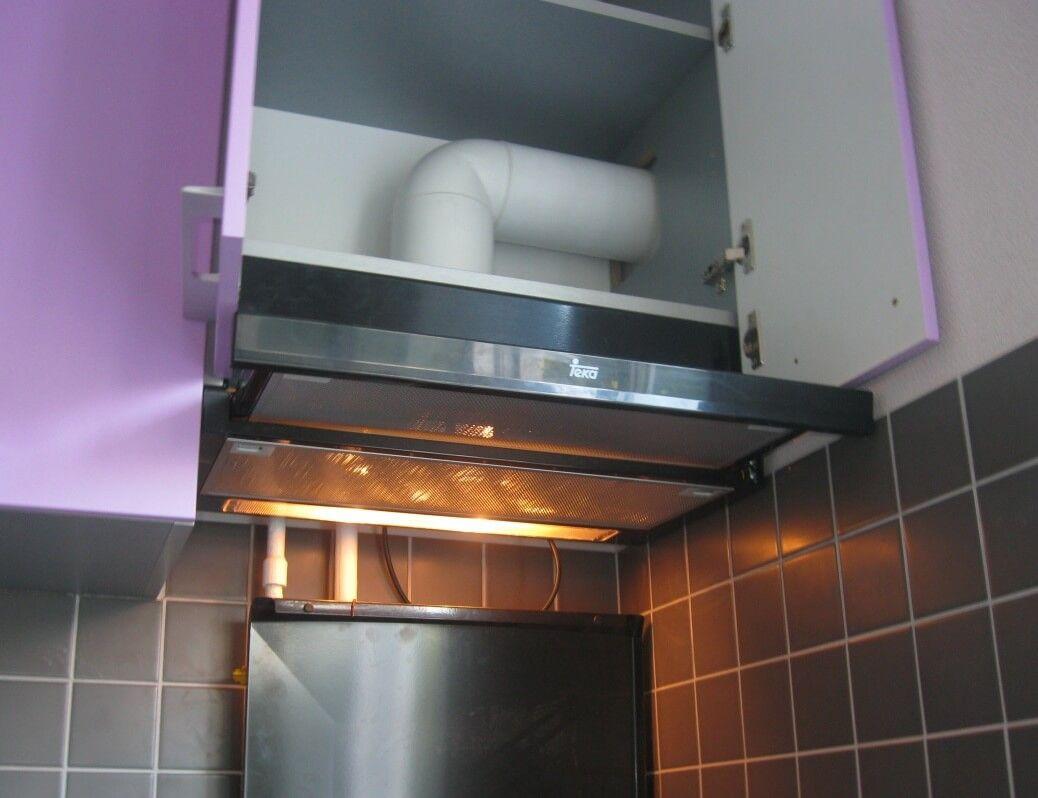 Как спрятать вытяжку на кухне с глаз долой?