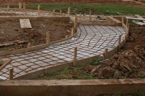 Как сделать дорожку из бетона своими руками?