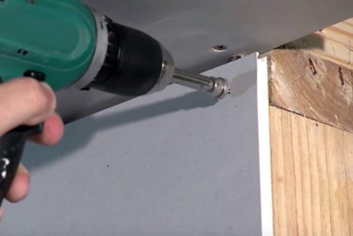 Как крепить гипсокартон к стене без профиля и обрешетки