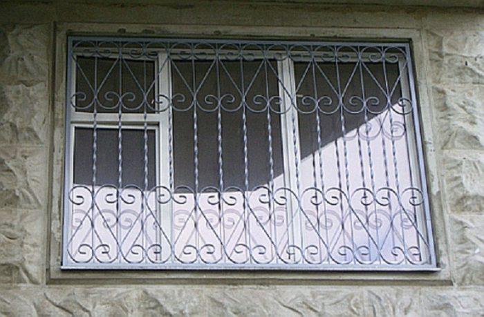 Металлические решетки на окна: виды и монтажные премудрости