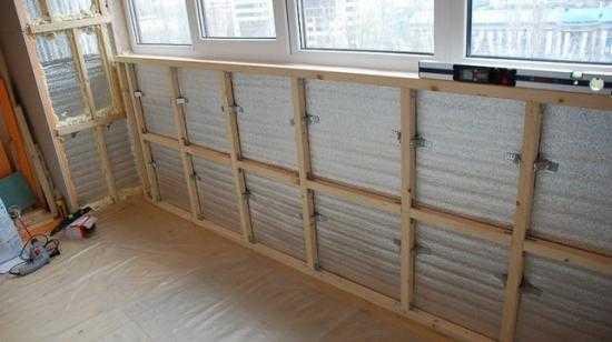 Отделка балкона панелями ПВХ: 1 вариант без обрешетки и 2 способа с ней