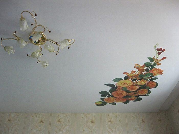Как заклеить натяжной потолок: способы практичные и оригинальные