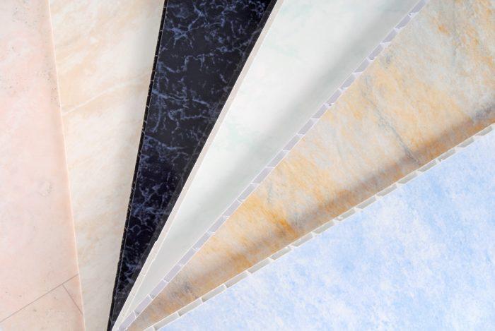 Потолок из пластиковых панелей на кухне: спасение для комнаты «неряхи»