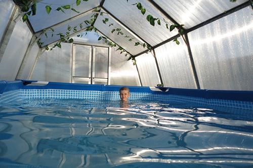 Бассейн в теплице: крытая мокрая красота, требующая расходов и жертв