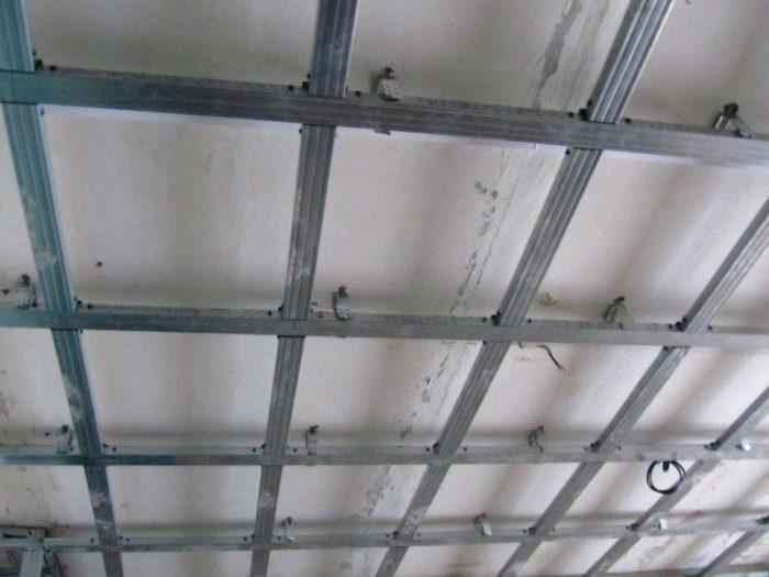 Двухуровневый потолок с подсветкой: гипсокартон — материал идеал
