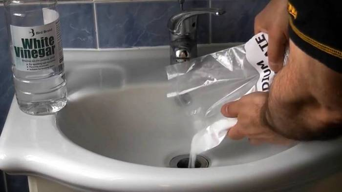 Как прочистить трубу в ванной: методы привычные, знакомые, необычные