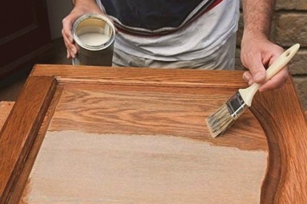 Как отреставрировать дверь правильно: каждому материалу — свой подход