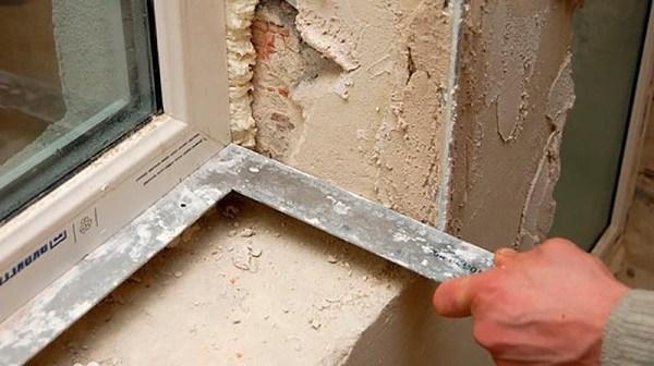 Ремонт и отделка: как заделать щели в окнах, если холодно, гуляют сквозняки?