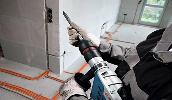 Штробление стен под проводку: главное — правила, требования, инструменты