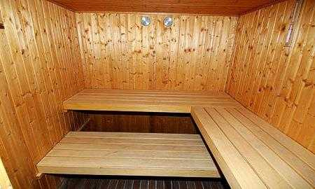 Лежак в баню своими руками: требования к материалам, виды лежанок