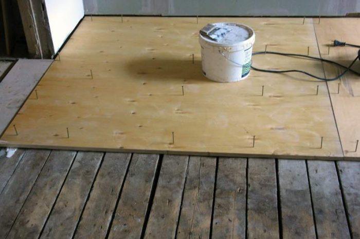 Чем заделать щели в полу: способы народные, оригинальные и радикальные