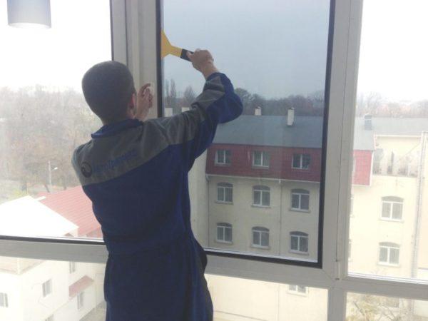 Тонировка балкона своими руками: терпение и труд вознаградят сполна хозяев