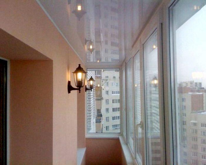 Натяжной потолок на балконе: мечта, которая вполне осуществима