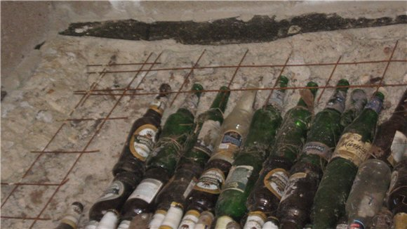 Пол из пластиковых бутылок, из стеклянной тары: знакомство с альтернативой