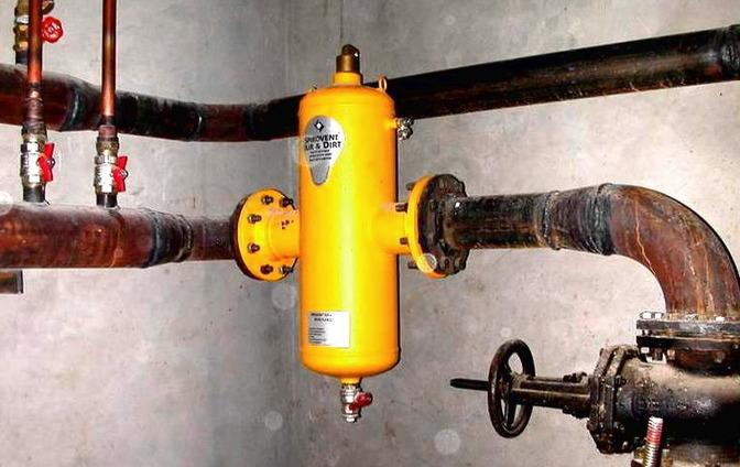 Как выпустить воздух из батареи: каждому радиатору, системе — способ свой