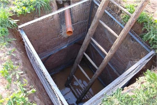 Как сделать канализационную яму в частном доме: 3 возможных варианта