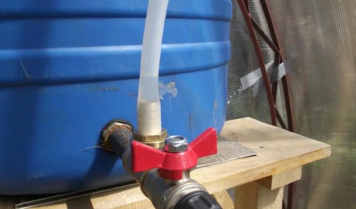 Как врезать кран в железную бочку или в пластиковую емкость