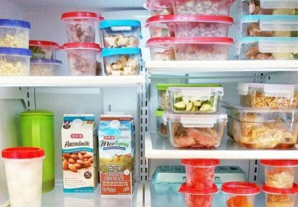 Как избавиться от неприятного запаха в холодильнике быстро и навсегда?