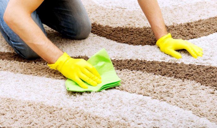 Как быстро почистить ковер в домашних условиях: популярные спасители