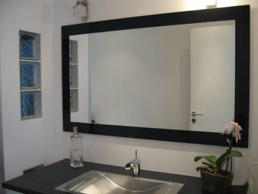 Как повесить зеркало на стену: способы крепления и их особенности