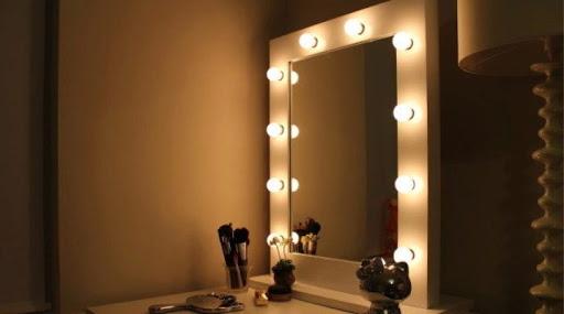 Как сделать зеркало с лампочками: несложная работа — отличный результат