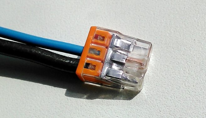 Как подключить лампочку через выключатель: схемы и правила монтажа