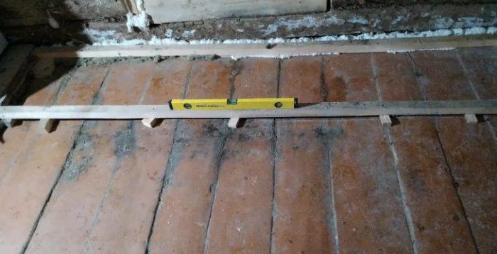 Выравнивание деревянного пола: 6 способов исправить кривое положение