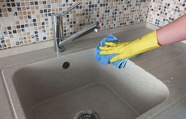Чем отмыть керамическую раковину: способы очищения большой «грязнули»
