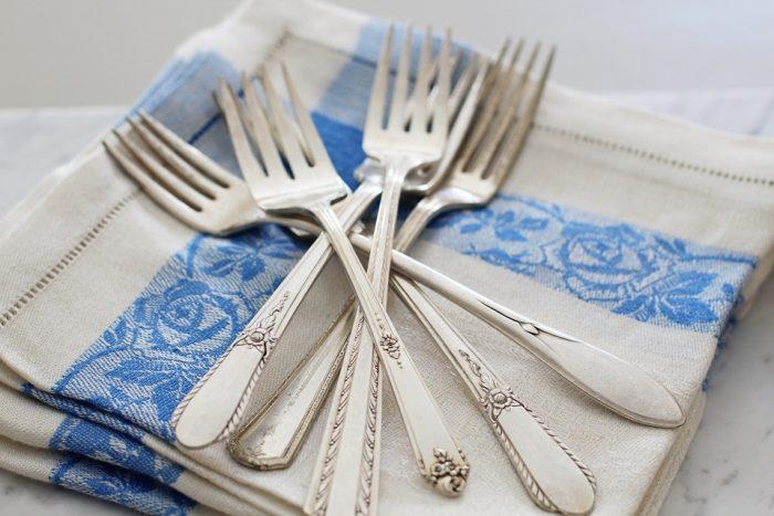 Как почистить столовое серебро: возвращаем блеск и красоту
