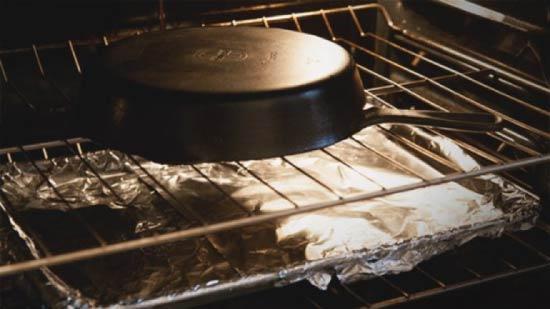 Как почистить сковороду: 20 способов спасения самой «героической» посуды