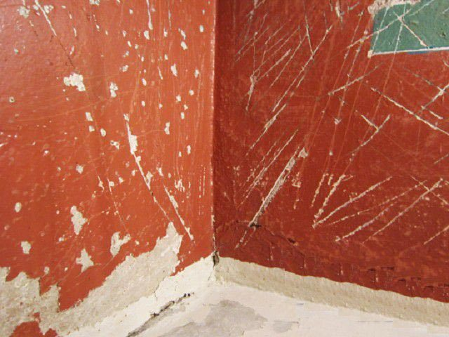 Как снять старую краску: механический, термический и химический метод
