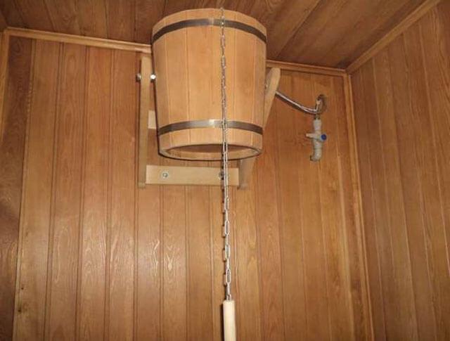 Обливное устройство для бани: близкое знакомство с главными «ассистентами»