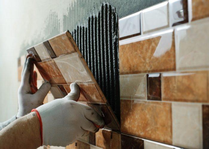Какой клей для плитки лучше: обзор разных видов и популярных марок смесей
