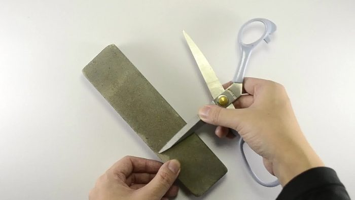 Как наточить ножницы: возможные способы борьбы с «тупостью» инструментов