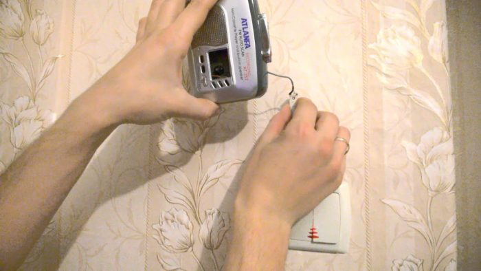 Как найти провод в стене: способы поиска проводки и популярные приборы