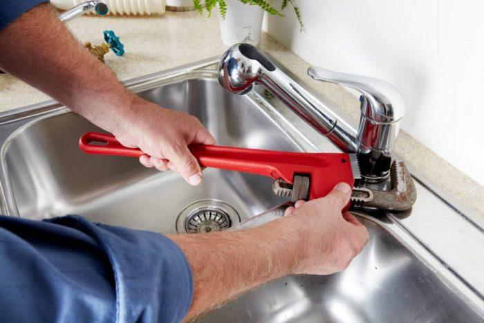 Как заменить смеситель: демонтаж «отказника» и установка нового прибора