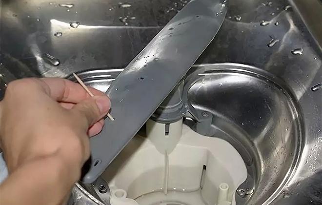 Как чистить посудомоечную машину: особенности и этапы процедуры