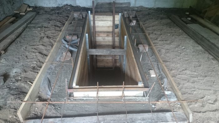 Как сделать смотровую яму в гараже: особенности и этапы операции